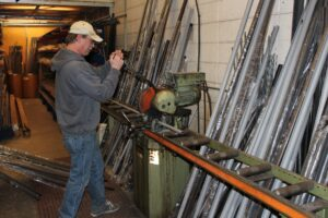 Ona workshop rod cutting